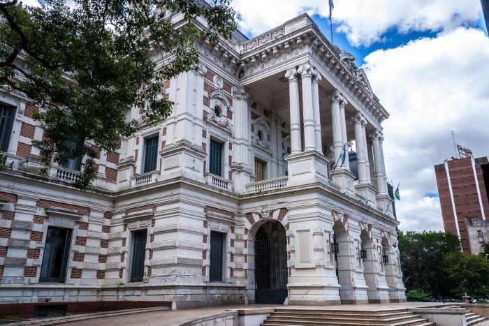 Se reitera pedido al Gobernador para que habilite la concurrencia a los estudios profesionales